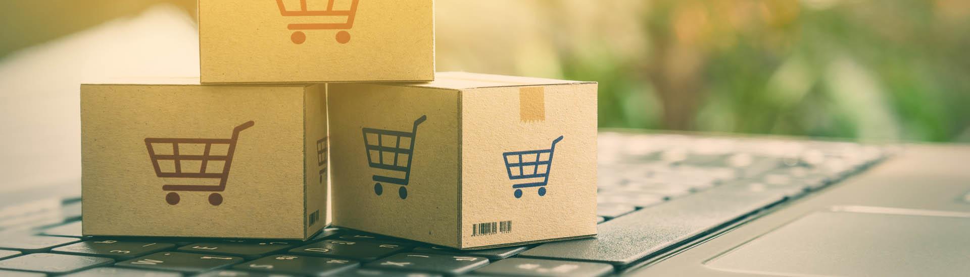 Teclado y cajas de compras