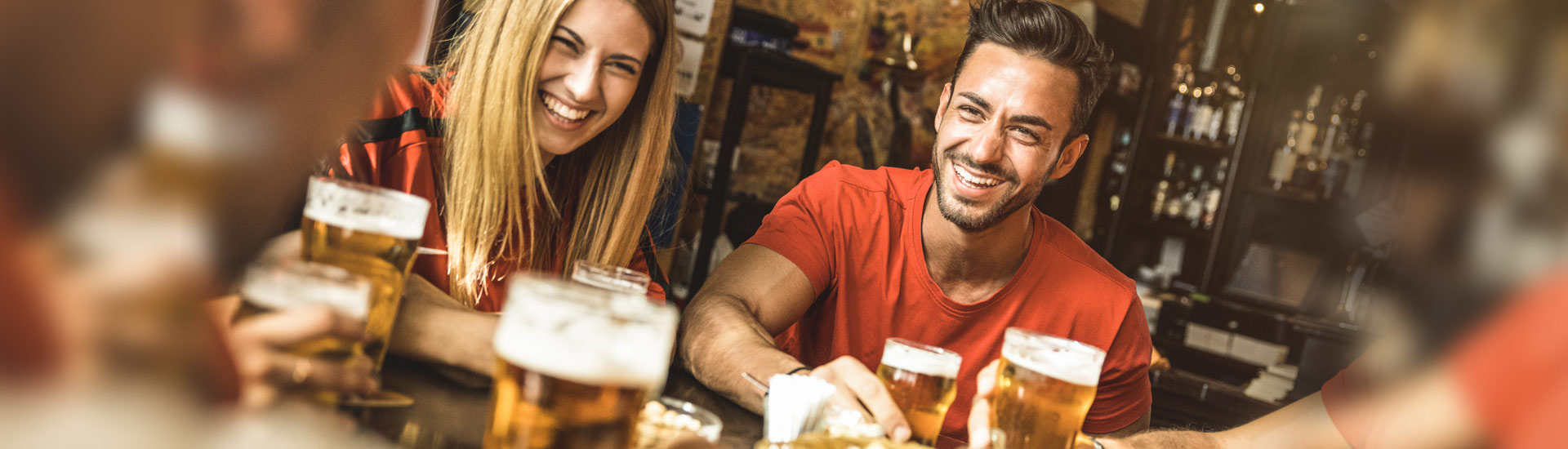 Grupo tomando cervezas