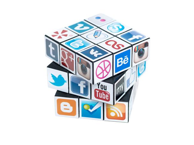 Cubo con redes sociales.